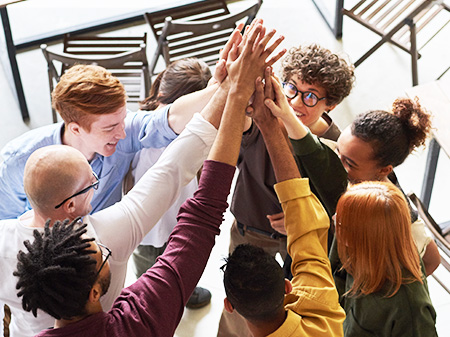 Zusammenhalt, Solidarität einer Gruppe junger Menschen