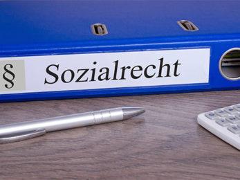 Aktenordner mit Aufschrift Sozialrecht